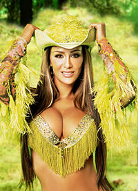Ninel Conde Yellow Attire.jpg
