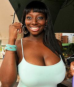 Afro colombiana de 51 anos gozando mucho su verga de caucho - 1 part 10