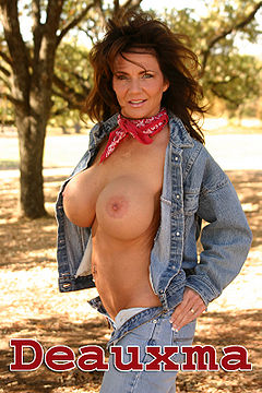 Deauxma with jeans.jpg
