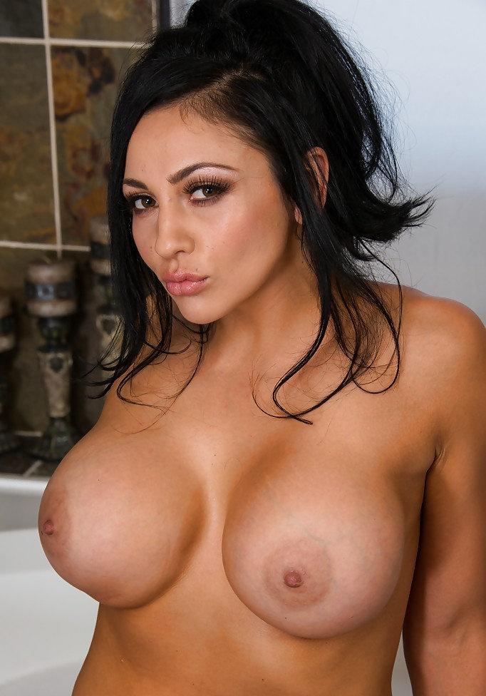 Free audrey bitoni big tits hd porn pics