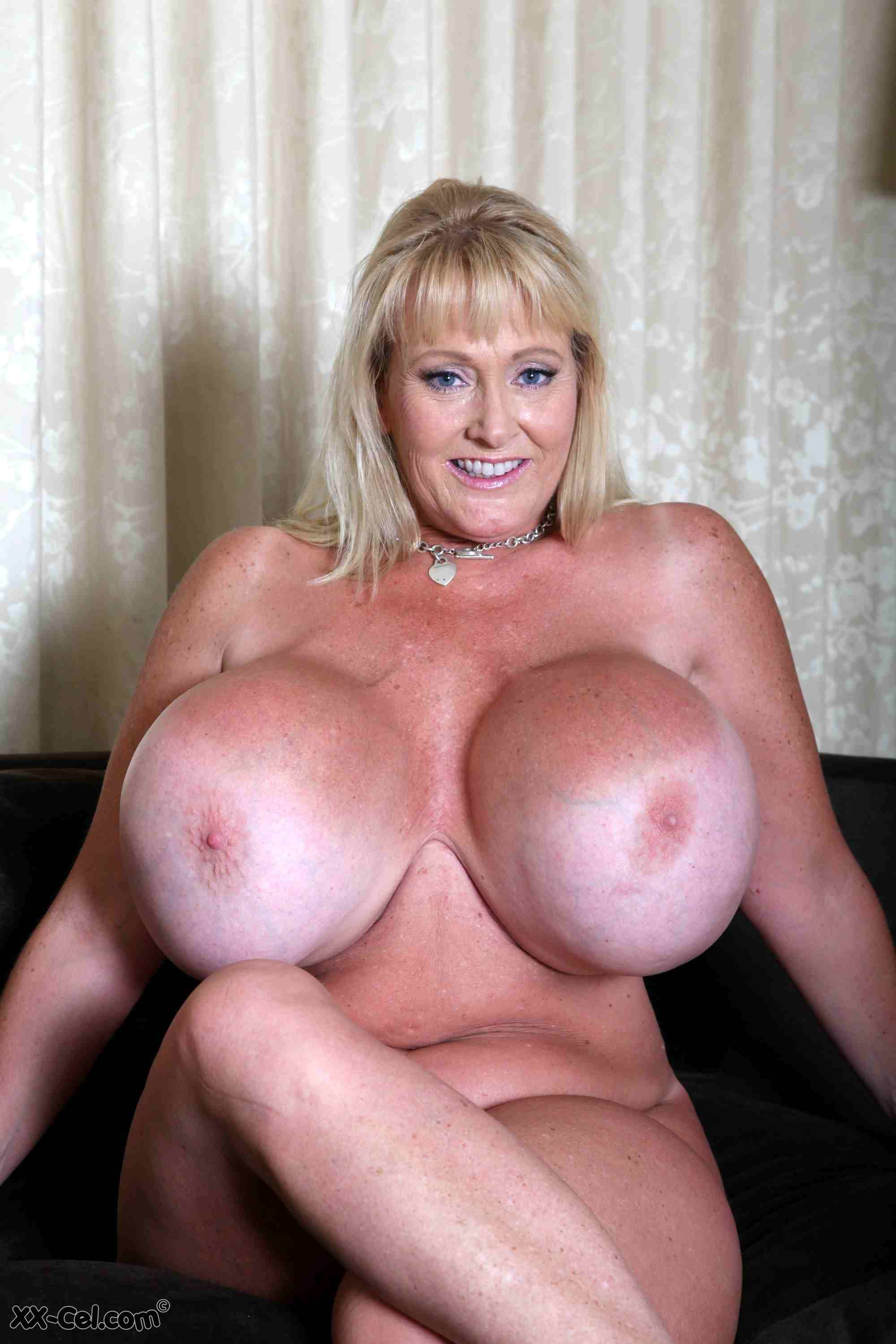 Big Boobs Model Kayla Kleevage Spreads Her Pussy