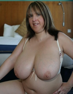 Mature wife posing nude