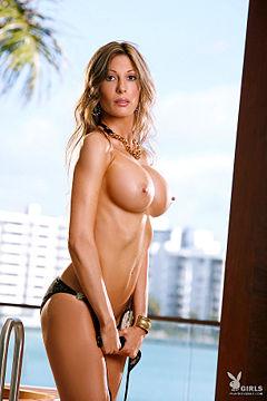 Sarah shahi nude pic