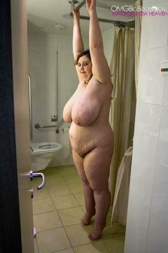 video Gigantic boobs