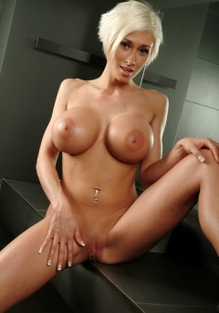 Marie Boobs