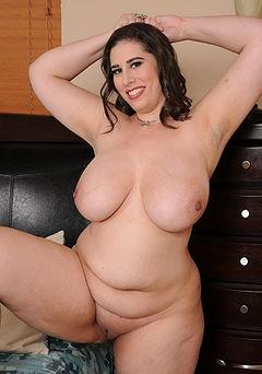 woman mature nude modeling in studio
