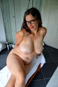 Rallos busty boob